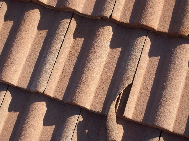 Image of Broken Roof Tiles requiring replacement or repair